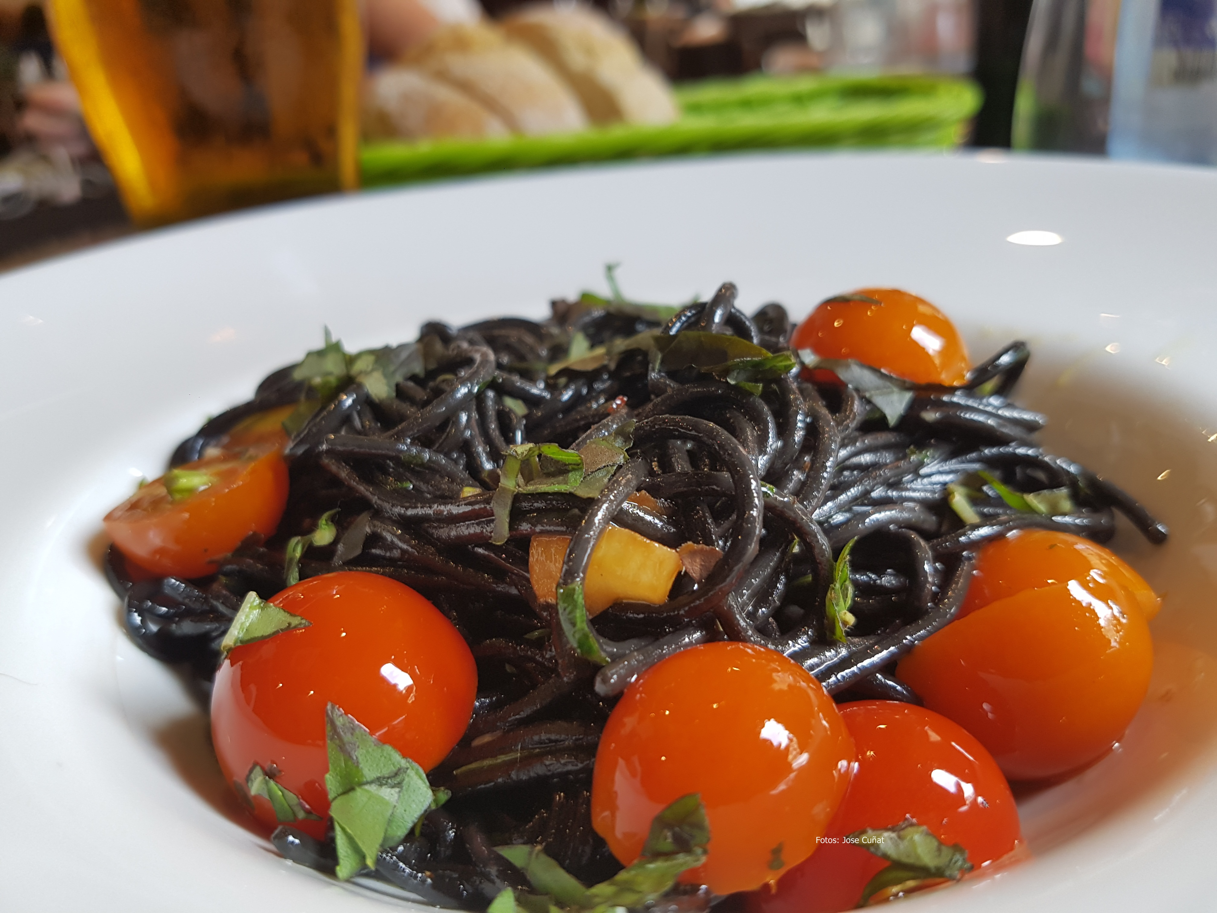 Fotografía Publicitaria, en Fotografía de Alimentos o Fotografía Gastronómica spagueti con albahaca y tomate cherri20160708_140254 (30740400)