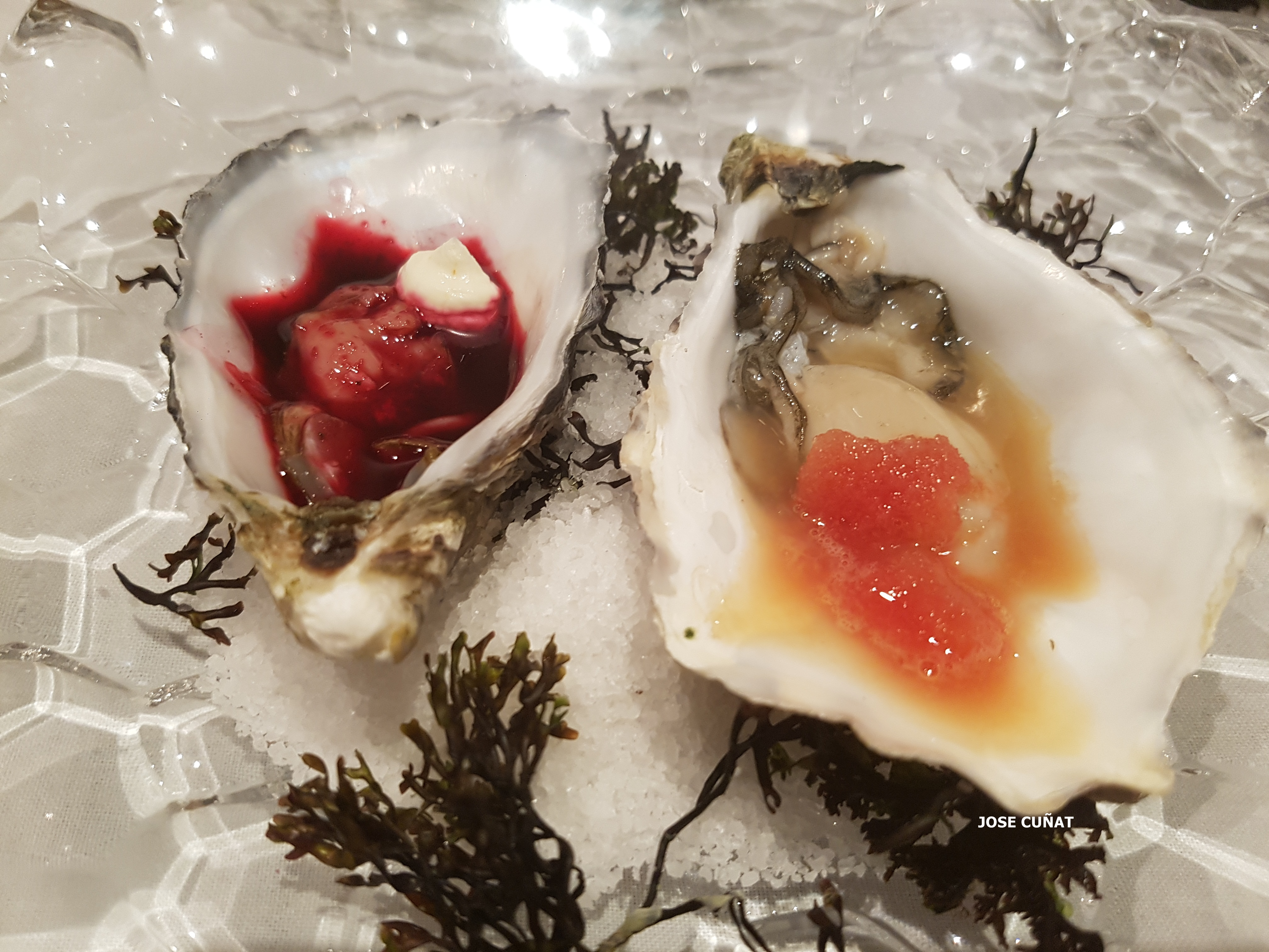 ostras-francesas-con-escabeche-de-agua-de-valencia-texturizado-y-un-granizado-de-naranjas-sanguinas-y-ostra-nordica-con-agua-de-remolacha-ahumada-con-crema-de-avella