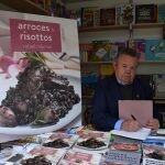 Rafael Mármol firma sus libros en la Fira del llibre de València